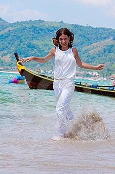 Girl Runs Royalty Free Stock Images - Image: 14790569