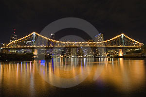 Story bridge by night from side 2