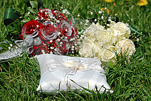 Roses, Bouqet And Rings Royalty Free Stock Photos - Image: 14838878