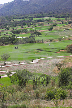Jouer Au Golf Image libre de droits - Image: 1495506