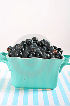 Blueberries On Lines Vertical Royalty Free Stock Images - Image: 14935199