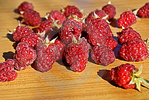 Ripe Appetizing Raspberry Stock Photo - Image: 14953460