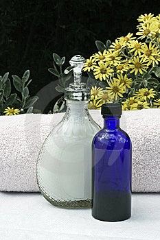 Flüssige Seife Und Tücher Stockfoto - Bild: 14953900