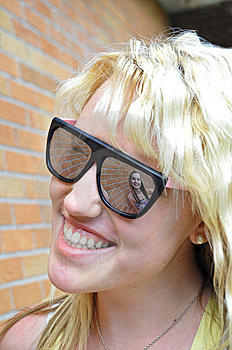 Girl In Her Sunglasses Reflection Royalty Free Stock Images - Image: 14969599