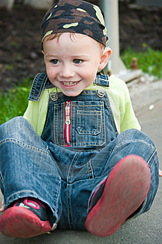 A Boy Sitting On The Ground Royalty Free Stock Photo - Image: 14988365