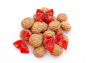 Macaroons And Red Velvet Bows Royalty Free Stock Images - Image: 15018069