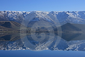 Lake Dunstan Reflections Stock Photos - Image: 15056313