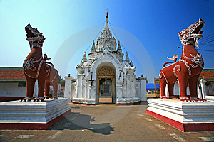 Sigha Guarding The Entrance To A Temple In Lumphan Stock Photos - Image: 15074423