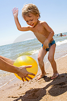 Little Boy Plas Ball At The Seaside Stock Image - Image: 15082891
