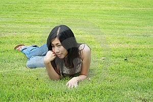 Donna Sveglia Nella Sosta Fotografie Stock - Immagine: 15103543