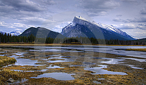 HDR Vermilion Lakes Royalty Free Stock Photo - Image: 15178025