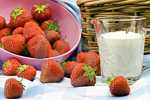 Strawberry Picnic Royalty Free Stock Photography - Image: 15182407