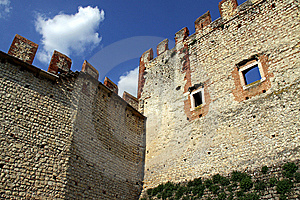 Parede E Battlements Do Castelo Foto de Stock Royalty Free - Imagem: 15184825