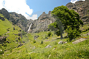 Mountain Falls Royalty Free Stock Images - Image: 15217199