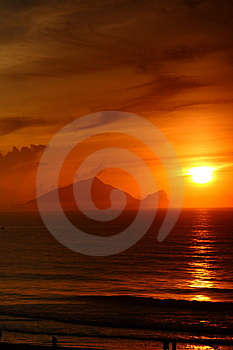 Sunrise Of  Turtle Island Stock Photos - Image: 15224063
