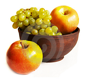Grapes And Apples In The Clay Plate Royalty Free Stock Photos - Image: 15231118