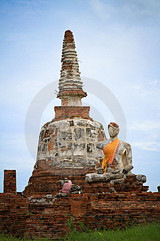 Ruin Buddha With The Old Pagoda Stock Images - Image: 15307204