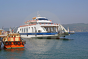 Ferryboat Leaving Port Royalty Free Stock Photos - Image: 15441898