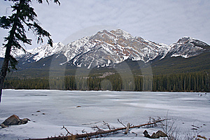 Pyramid Lake, Jasper Stock Images - Image: 15448034