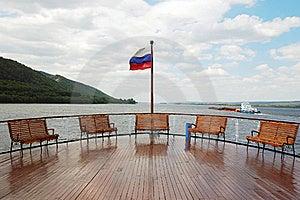 Una Piattaforma Sulla Barca Di Crociera Fotografia Stock - Immagine: 15451170