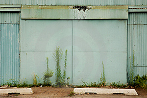 Large Door To An Abandoned Factory Stock Photos - Image: 15481343