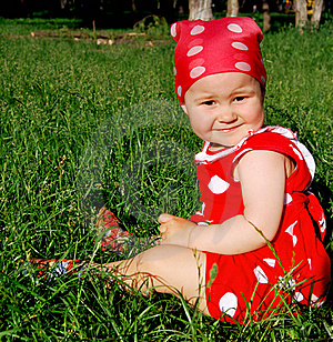Baby Sitting On The Grass Royalty Free Stock Photos - Image: 15510098