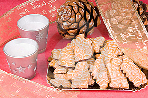 Gingerbread Men And Christmas Decorations Royalty Free Stock Photography - Image: 15582087
