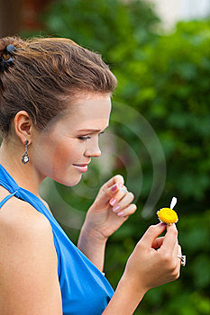 Lady With Camomile Royalty Free Stock Photography - Image: 15648507