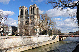 Notre Dame And The Seine River Stock Photos - Image: 15728633