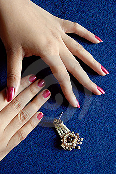 Hand & Earring Royalty Free Stock Photo - Image: 15734555