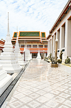 White Pagoda In Thai Temple Royalty Free Stock Images - Image: 15766659
