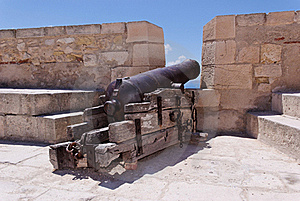 Cannon At Castle Stock Photography - Image: 15784892