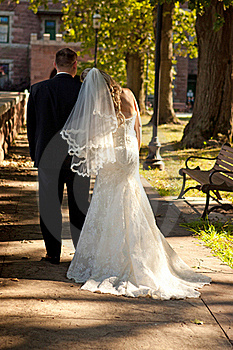 Bride And Groom Royalty Free Stock Images - Image: 15866439