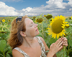 Woman In The Field Of Sunflowers Stock Photography - Image: 15902752