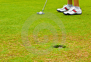 Putt Golf On Green Course Royalty Free Stock Images - Image: 15914779