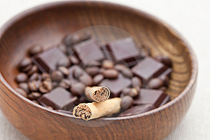 Cinnamon Sticks With Chocolate And Coffee Beans Royalty Free Stock Images - Image: 15980029