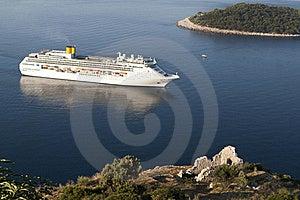 Luxury White Cruise Ship Stock Images - Image: 15984784
