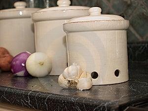 Küchekanister Für Kartoffeln, Zwiebeln Und Knoblauch Stockbilder - Bild: 16059164