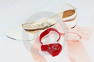 Wedding Rings With Bow Royalty Free Stock Image - Image: 16102756