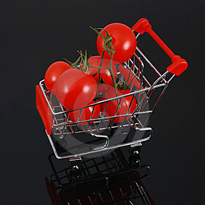 Organic Tomatoes In Shopping Cart - Square Crop Stock Images - Image: 16219514