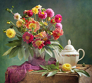 Dahlia Bouquet And Tea Royalty Free Stock Image - Image: 16237016