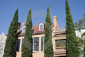 Shrubs And Southern Mansion Royalty Free Stock Images - Image: 16256949
