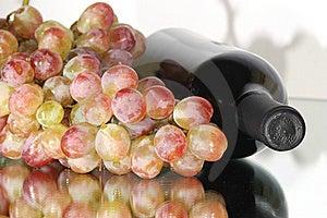 Fresh Purple Grape Fruit Royalty Free Stock Image - Image: 16311976