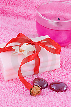 Soap With Roses And Candle Royalty Free Stock Images - Image: 16396259
