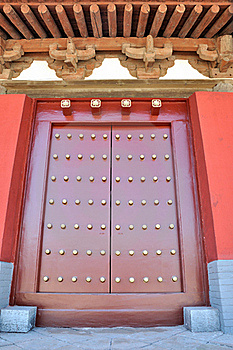 Dachgesims Und Tür In Der Chinesischen Traditionellen Art Stockfotos - Bild: 16493273