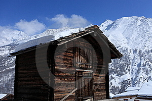 Traditional Swiss Chalet Royalty Free Stock Photos - Image: 16566348