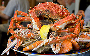 Crab On Plate Royalty Free Stock Images - Image: 16657419