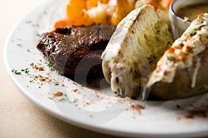 Steak und Garnelen Stockbild