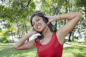 Mujer Que Escucha La Música Imagenes de archivo - Imagen: 16701464
