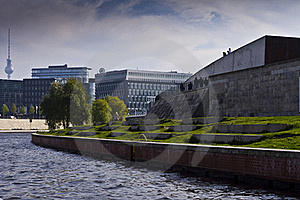 River Spree Next To The Buildings Stock Photography - Image: 16727302